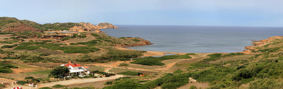 Playa de Binime.la con Cala Pregonda al fondo