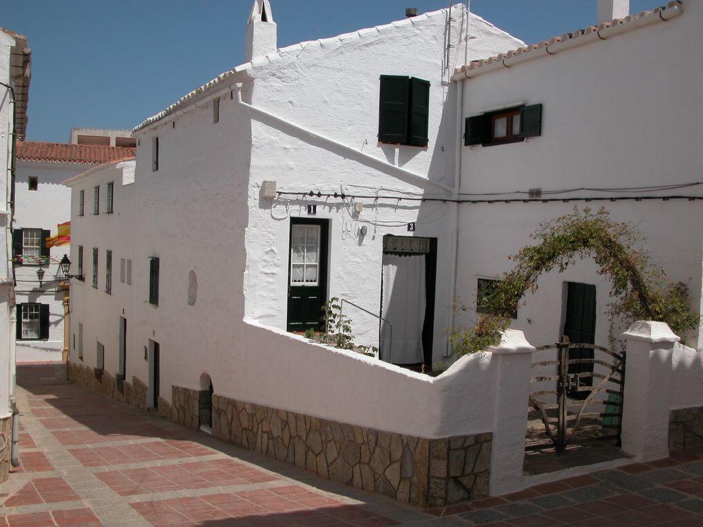 <a class=&quot;amazingslider-posttitle-link&quot; href=&quot;http://www.viajamenorca.es/guia-turistica/pueblos/mercadal/&quot;>Mercadal</a>